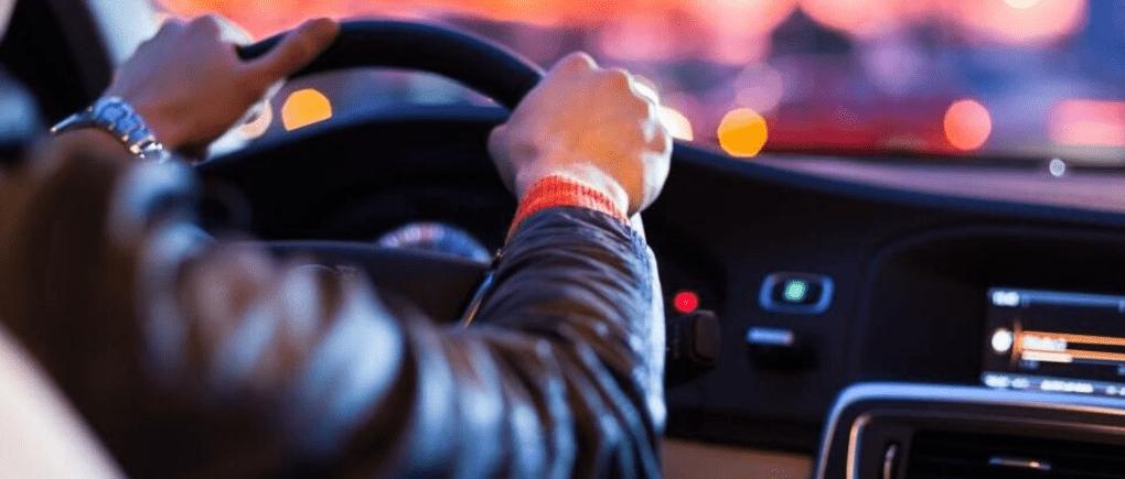 Tips para conducir de manera segura en la noche