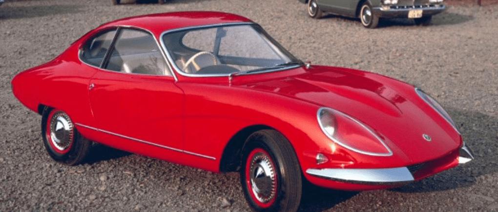 Auto cásico rojo