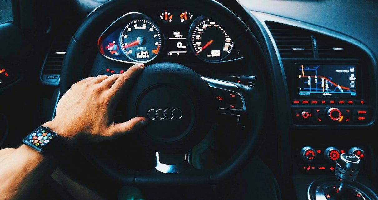 tablero de luces de un auto