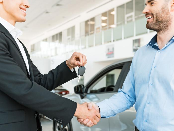 Cómo negociar al comprar un coche