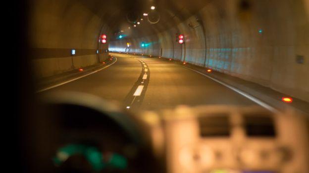 Auto en carretera
